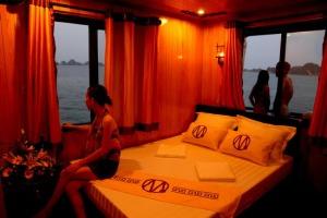 16121734-halong-imperial-cruise-jassmine-hotel4